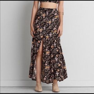 American Eagle Black Floral Maxi Skirt size 4